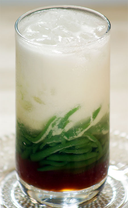 http://ketela.files.wordpress.com/2008/06/cendol.jpg